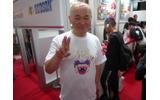 【TGS2009】NTTドコモ内のハドソンブースで高橋名人に会える!写真撮影や握手もOK!の画像