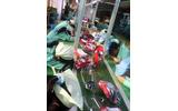 時給48円、30度の室内でマウス2000個を組み立てる工場-米NGOが中国の工場を告発の画像