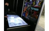 ロボットスーツ・HALの開発で有名なCYBERDYNEでは、ユニークなマルチタッチ型ディスプレイ「TACTO」を展示 ロボットスーツ・HALの開発で有名なCYBERDYNEでは、ユニークなマルチタッチ型ディスプレイ「TACTO」を展示の画像