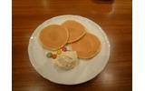 パンケーキとアイスとマーブルチョコが用意の画像