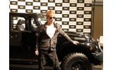 実際に展示されていたジープのモデルカーとGackt氏の画像