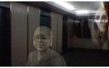 エレベーター前は賑やかの画像