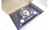箱の中には時計らしき物がの画像