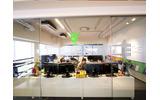 明るく開放的なオフィスデザインの画像