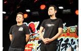 『ストリートファイターIII 3rd STRIKE ONLINE EDITION』の実況・解説は総師範KSK(右)、ヌキ(左)の画像