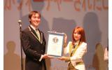 総監督を務める高橋さんが認定証を受け取りましたの画像