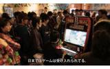 賑わうゲームセンター内の画像
