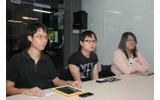 Touch Dimensionsのメンバー(左端がジェフリー・ジャング氏、右端がリヤナさん)の画像