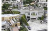 屋上からは本社ビルが見えますの画像