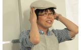 松山氏から帽子を受けとるニイザト店長。なお、こちらはコスプレだとかの画像