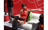 【東京ゲームショウ2013】次世代ハードより欲しいと思う方も…!?真のゴロ寝プレイはここにある ─ タブレットクッション「goron」体験出展の画像