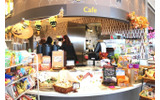 「Cafe」コーナーではドリンクやお菓子、焼き立てパン、お弁当なども購入できたの画像