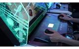 キャラクターの移動はグリップコントローラーで、照準移動と攻撃はマウスで行います。の画像