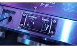 筐体にはヘッドフォン用ジャックとボリューム調整機能が備わっています。の画像
