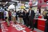 PSVita発売日、ヨドバシアキバは300人を超える行列発生 ― SCEハウス社長・平井会長も登場の画像