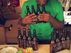 ワイングラスやビール瓶などキッチン用品で演奏する『ゼルダの伝説』メインテーマの画像