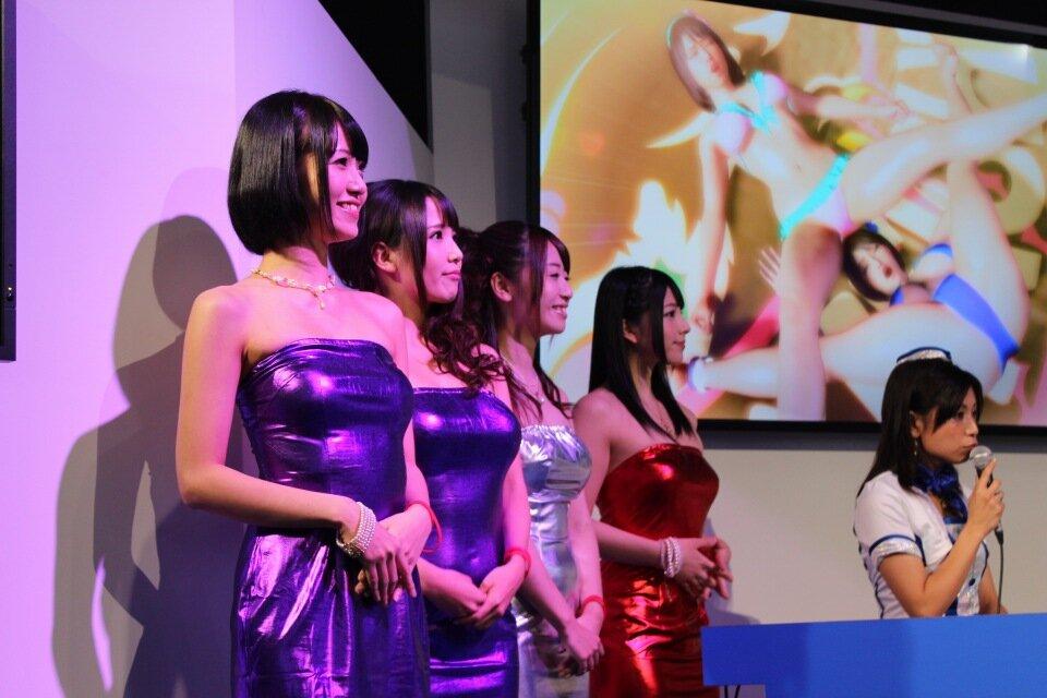 【画像】東京ゲームショーに上原亜衣、紗倉まな、さとう遙希ら人気AV女優が集結