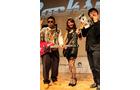 【UBIDAY2012】ダイノジの二人が『ロックスミス』でギターの腕前を披露!? 美しすぎるギタリストも登場