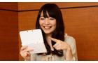 ゲームを遊ぶ上田麗奈さん