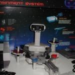ファミコンロボット+ディスプレイ台の美品が高価で落札