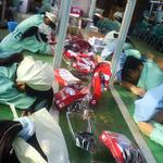 時給48円、30度の室内でマウス2000個を組み立てる工場 ― 米NGOが中国の工場を告発
