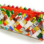 エコブランド「ecomismo」より、お菓子の袋をリサイクルしたDSケースなどのアクセサリーを発売