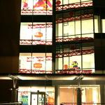 大学のビルが『ドンキーコング』に-カリフォルニアの学生たちのイカした装飾