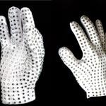 注目のマイケルゲーム『Michael Jackson: The Experience』、海外版の特典はあの手袋