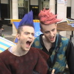 英国の『ドラクエ』イベントは双子のコスプレで大盛り上がり
