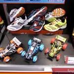 【東京おもちゃショー11】靴メーカーとコラボして子供向けラジコンカー