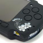 PSP本体を和風デザインに・・・梅と猫、朱椿など新柄「柔装飾カバー」4種発売