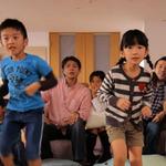 日本マイクロソフト、Kinectの魅力を伝える最新映像「KINECTのあるくらし」を公開
