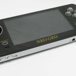 100メガショック!?NEOGEOが携帯ゲーム機になって登場 ― その名も「ネオジオ携帯機(仮)」