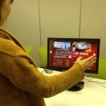 直接触らず操作可能、デジタルサイネージソリューション「Air Flick with Kinect」