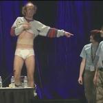 PAX Eastパネル中に脱衣ダンスを披露したブリーフ一丁男に退場命令