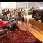 『ロックスミス』と本物のギターがセットに ― 楽器店で限定販売