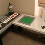 勉強がはかどらなさそう?ゲームボーイ&ファミコンコントローラーモチーフの机