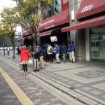【Wii U発売】大阪梅田では予約組含め70~80人程の行列!親子連れの姿も