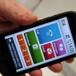 【MWC 2013】富士通、海外向けらくらくスマートフォン「STYLISTIC」を初披露