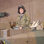 【ニコニコ超会議2】安倍首相が自衛隊と在日米軍ブースを視察、10式戦車に搭乗
