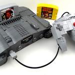 レゴブロックで作られた「NINTENDO64」本体が完全変形! ロボットにトランスフォーム