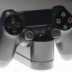 【東京ゲームショウ2013】プレイステーション4の本体と3色のコントローラーをチェックの画像