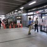PS4予約受付開始!ヨドバシAkibaには雨の中100名以上が集まる ― ネットもアクセス集中、既に受付終了するサイトも