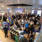 『ポケットモンスター X・Y』発売日当日のNintendo World Storeは大混雑