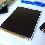 大きな1枚の液晶画面が確認できる、Nintendo 2DS分解写真