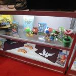 ぬいぐるみなどのキャラクター商品も販売の画像