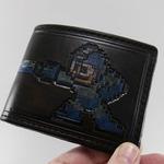 デートの会計時もこれならOK! 『ロックマン』が高級感あふれる本革財布になって登場