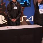すでに長蛇の列 銀座ソニービルにてPlayStation 4先行販売手続き開始 ― 現場にはゲームガールズの姿もの画像