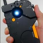 『MGSV』のiDROID型iPhoneケースが10月に発売 ― 小島監督が実物の画像を公開する