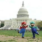 オバマ来日、マリオは渡米し留守のホワイトハウスへ